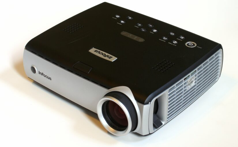 Házimozi projektorok vagy nagy képernyős TV?